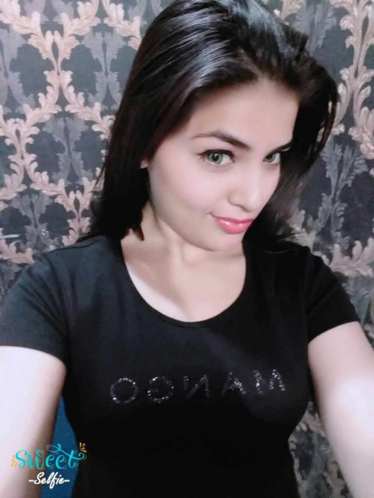 Arooj Busty Call Girls in Lahore